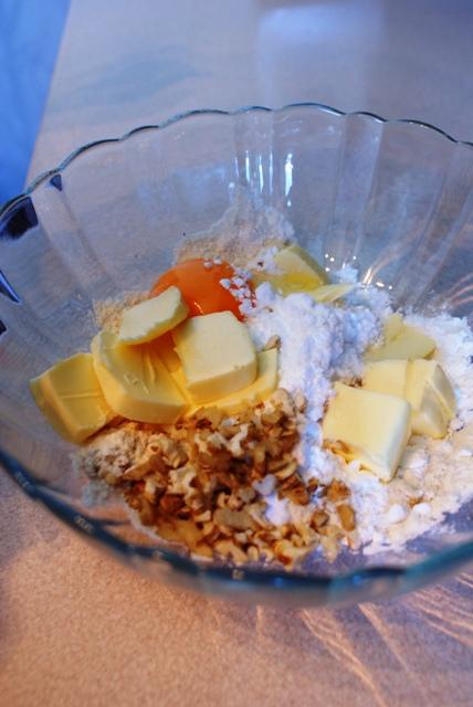 Kruche ciasteczka z dodatkiem orzechów - składniki