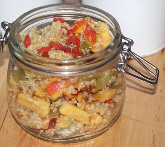 quinoa z owocami