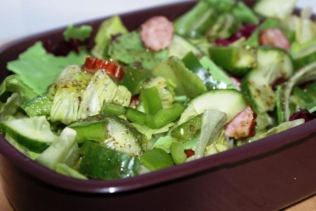 Zielona sałatka na drugie śniadanie dla gimnazjalisty ;)