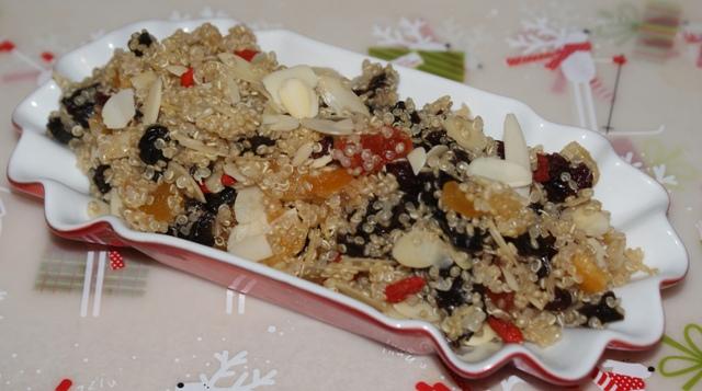 quinoa, suszone śliwki, kandyzowane owoce, migdały, imbir...  w klimacie świąt bożego narodzenia
