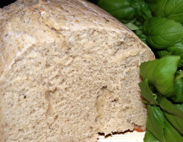 Chleb z maszyny z dodatkiem pesto