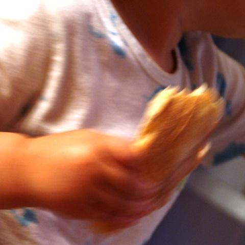 A oto i Pulpecja zjadająca swój kawałek pizzy