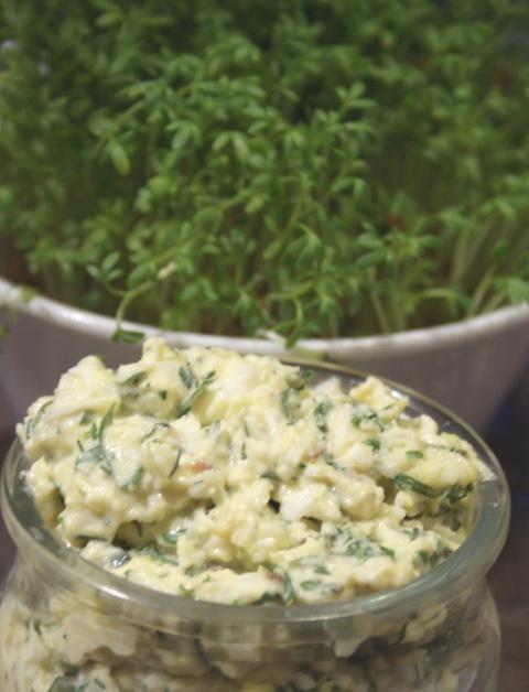 pasta jajeczna wiosenna, ziołowa