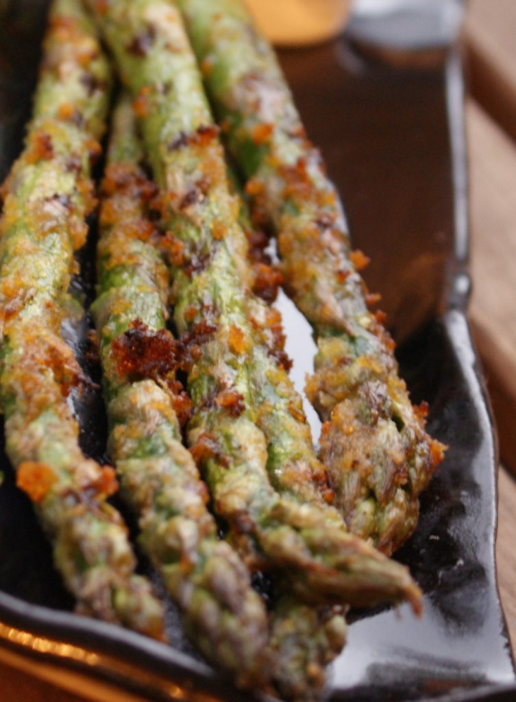 grillowane szparagi warzywa