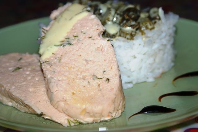 łosoś norweski i sos korniszonowy